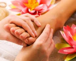 relaxing-reflexology-foot-treatment-